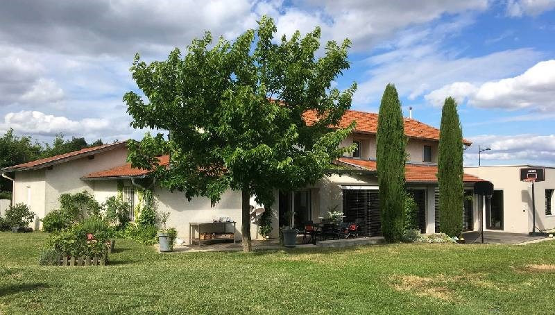 Deluxe sale house / villa Charly 750 000€ - Picture 1