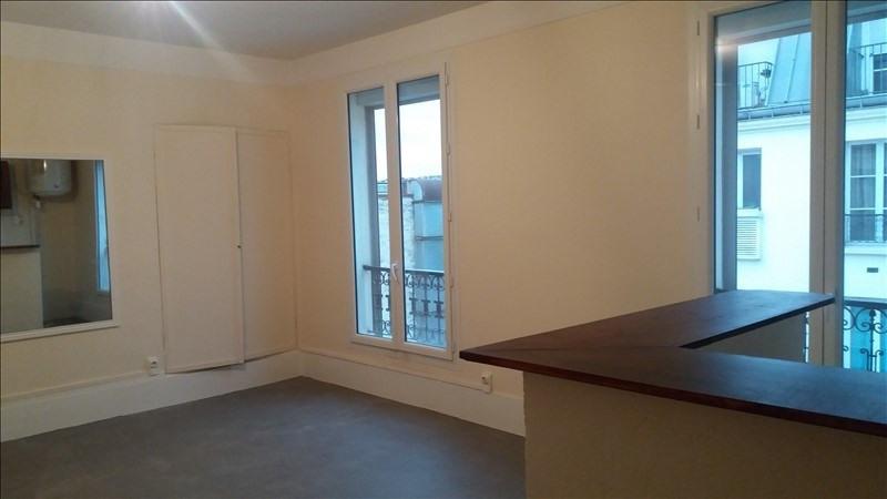 Locação apartamento Paris 10ème 838€ CC - Fotografia 1