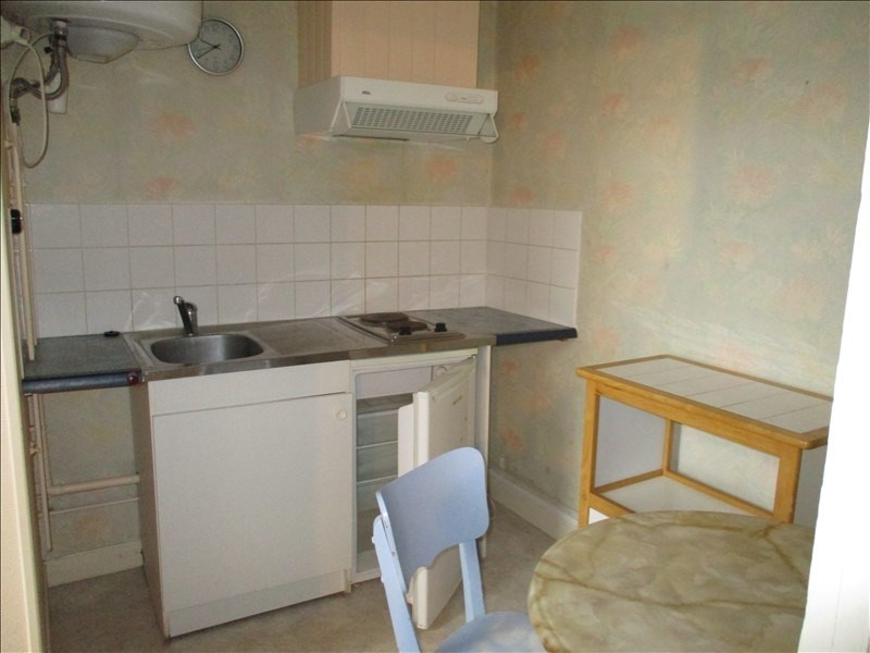 Rental apartment St jean d angely 290€ CC - Picture 3