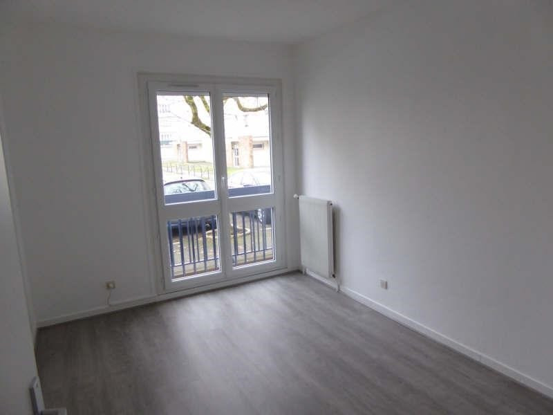 Rental apartment Maurepas 755€ CC - Picture 3