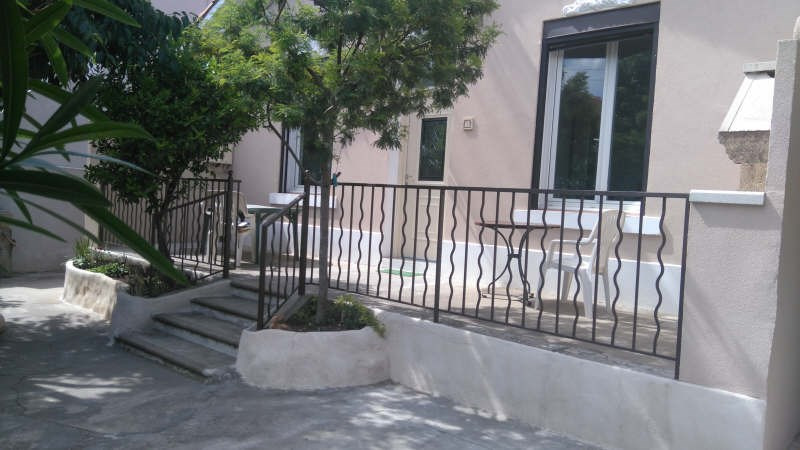 Sale apartment Toulon 265 000€ - Picture 1