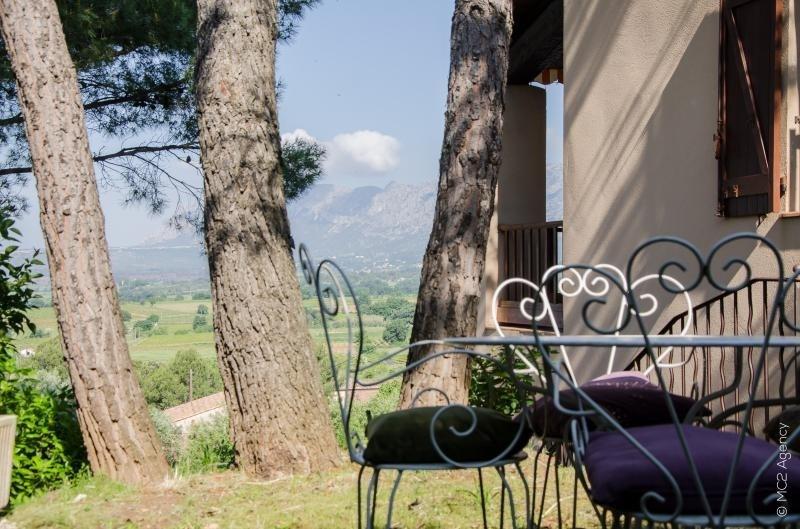 Sale house / villa Pourrieres 360000€ - Picture 1