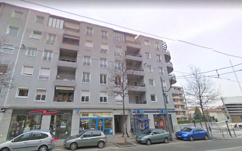 Rental apartment Bron 890€ CC - Picture 2