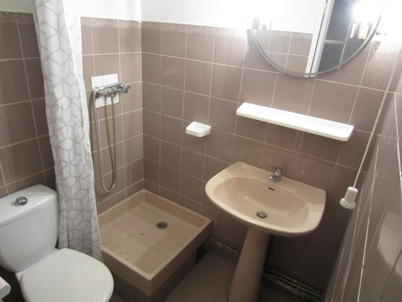 Location appartement Six fours les plages 380€ CC - Photo 2