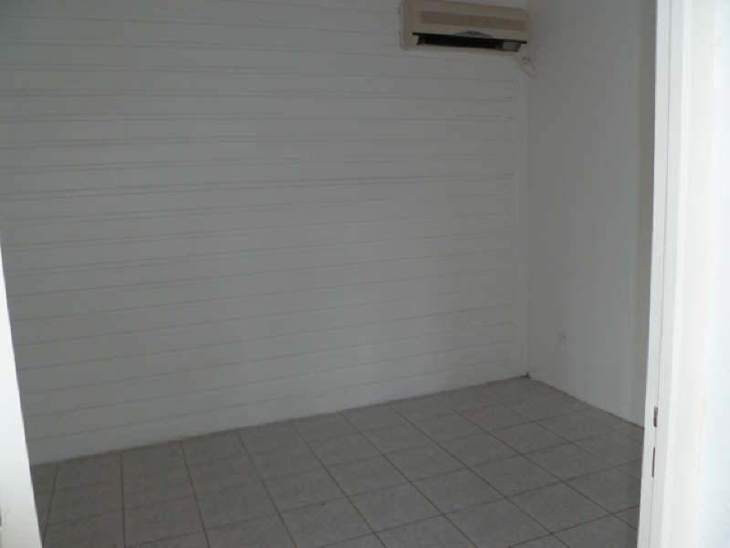 Rental apartment Ste anne 570€ CC - Picture 5