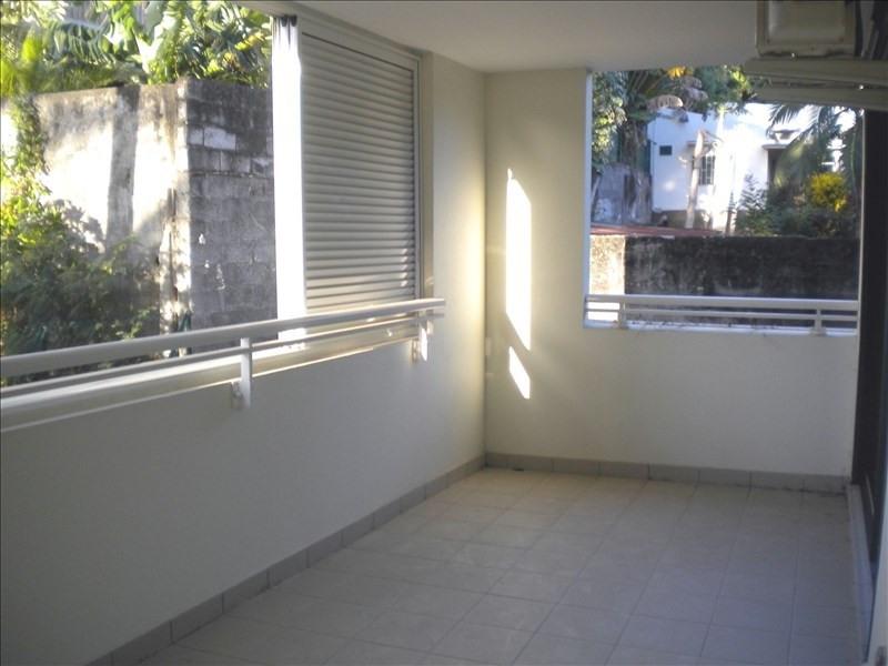 Location appartement St pierre 913€ CC - Photo 2