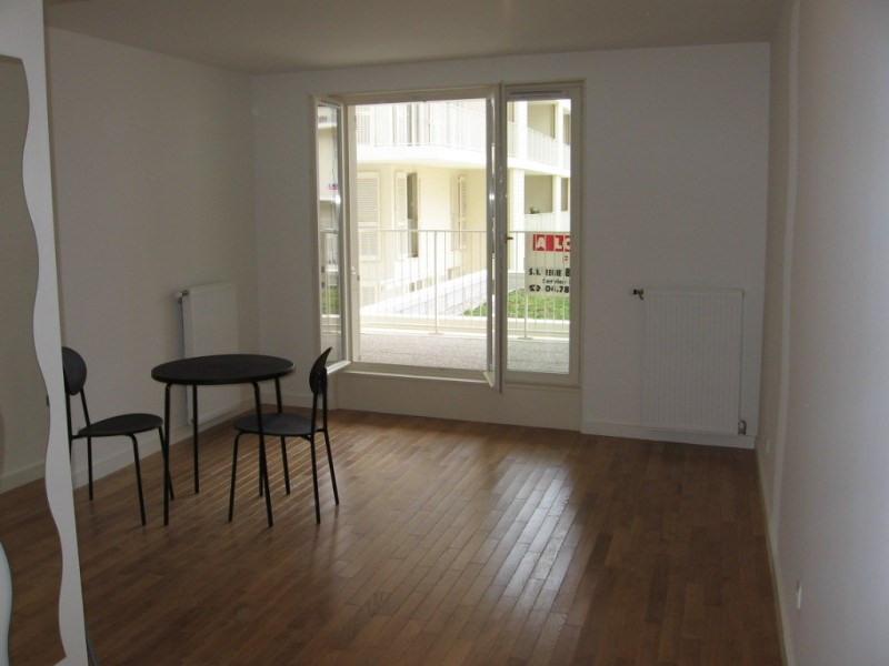 Rental apartment Lyon 8ème 569€ CC - Picture 2