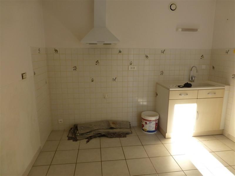 Rental house / villa Saint-jean-d'angély 595€ CC - Picture 2