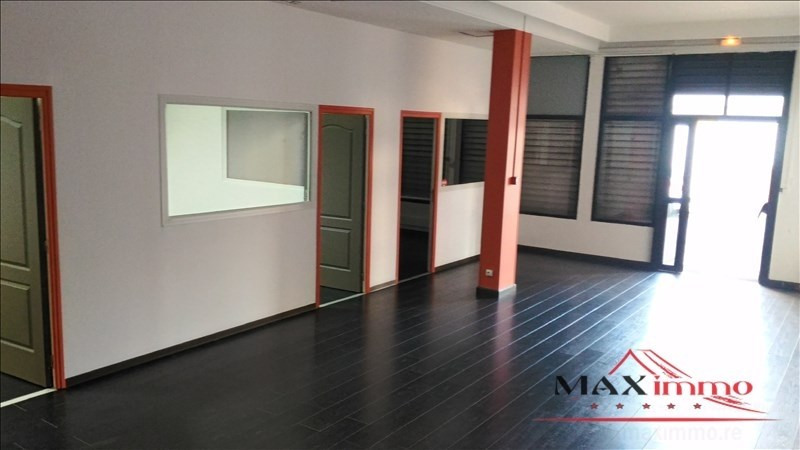 Location local commercial St pierre 2 500€ HT/HC - Photo 1