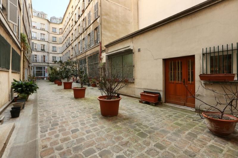 Aрендa квартирa Paris 9ème 2750€ CC - Фото 9