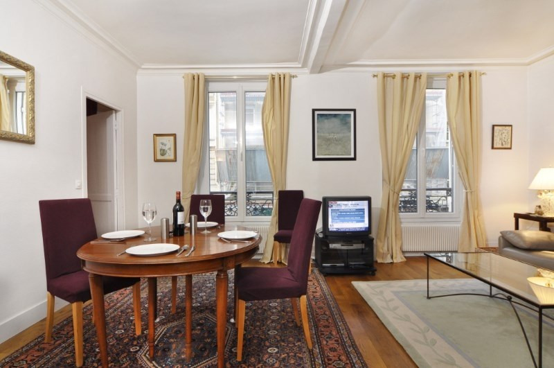 Location appartement Paris 8ème 2 260€ CC - Photo 2