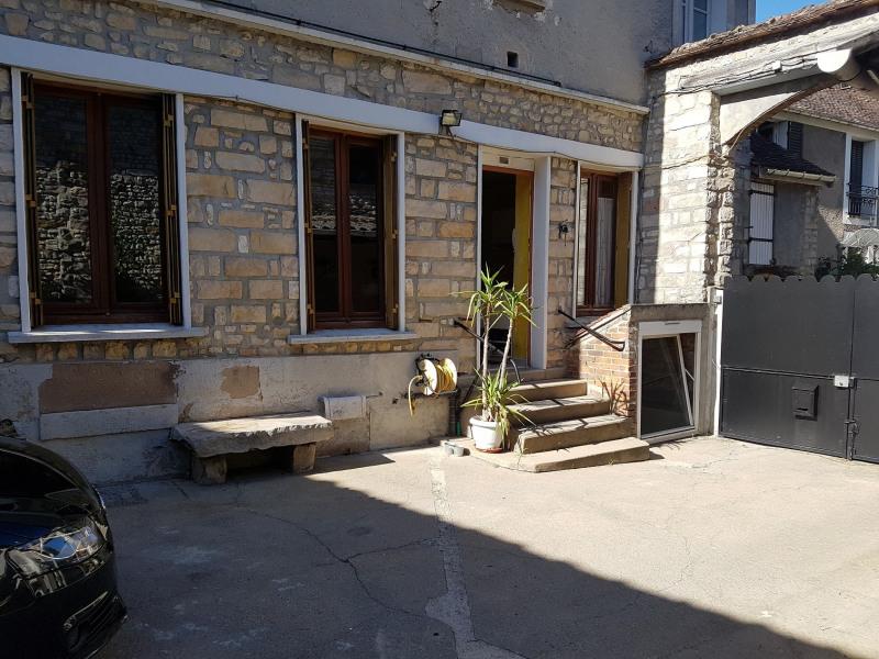 Appartement 4 pièces avec cour et grange