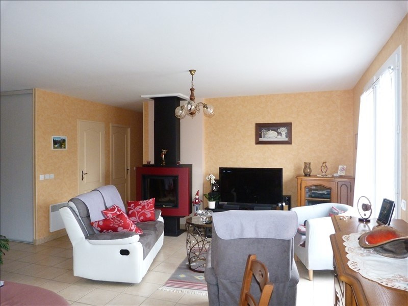 Sale house / villa Secteur chateau-renard 143 000€ - Picture 3
