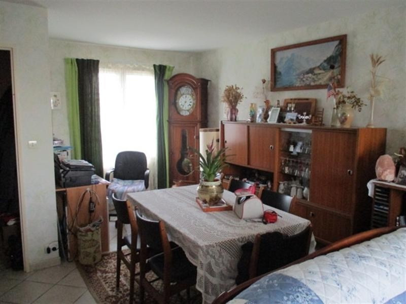 Sale house / villa St jean d angely 137000€ - Picture 2