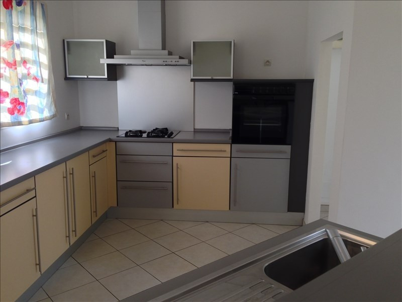 Location maison / villa La possession 1 238€ CC - Photo 4