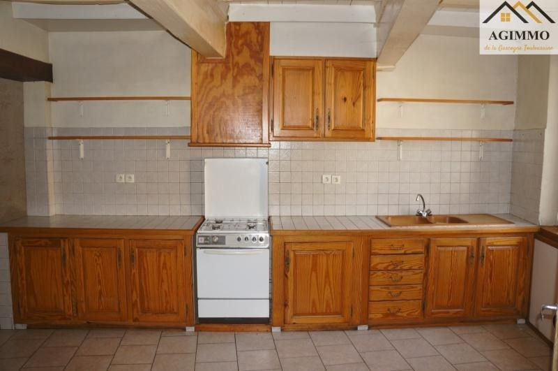 Sale house / villa L isle jourdain 130000€ - Picture 4