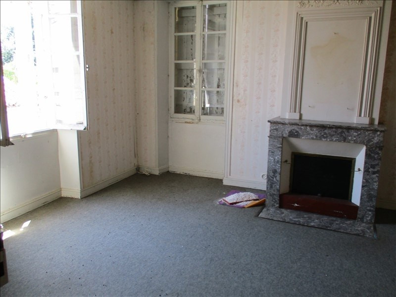 Sale house / villa St jean d angely 75 600€ - Picture 5