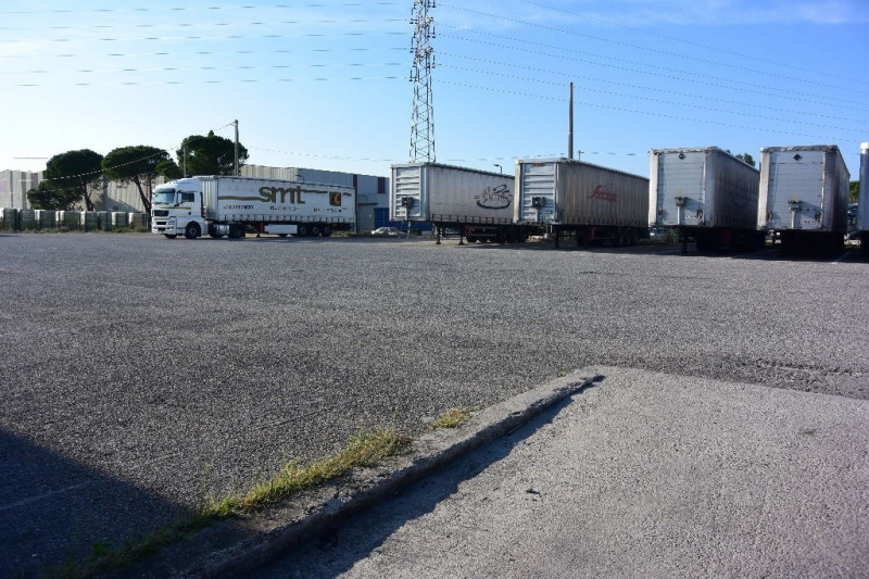 Location Local d'activités / Entrepôt Orange 0