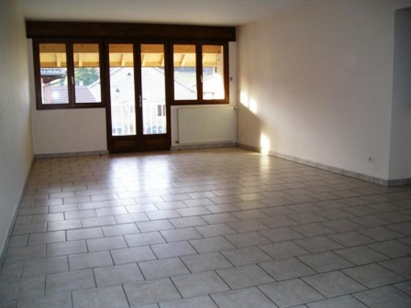 Rental house / villa Lalleyriat 618€ CC - Picture 2