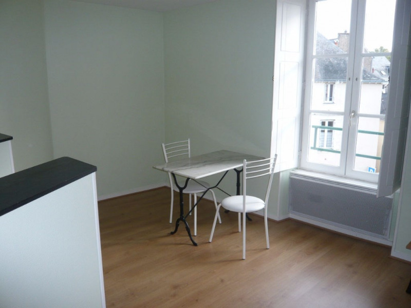 Location appartement Laval 291€ CC - Photo 1