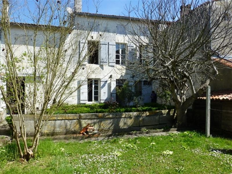 Sale house / villa Saint-jean-d'angély 147 700€ - Picture 1