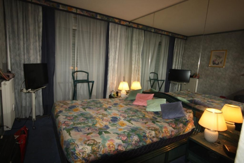 Vacation rental apartment Juan les pins  - Picture 4