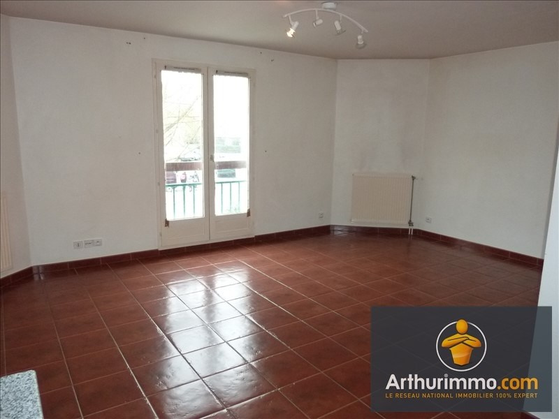 Rental apartment Savigny le temple 550€ CC - Picture 2