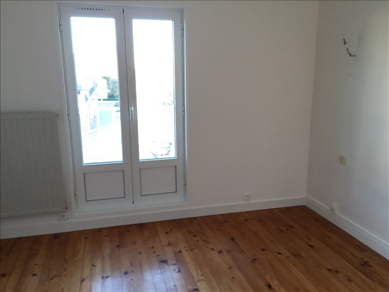 Location maison / villa Villepreux 1 090€ CC - Photo 3