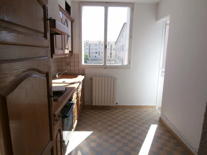 Rental apartment Salon de provence 730€ CC - Picture 2