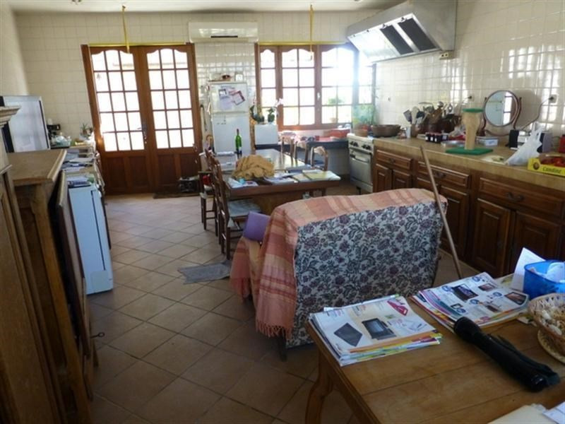 Sale house / villa St jean d angely 137500€ - Picture 2