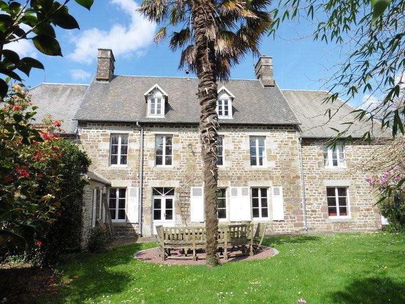 Sale house / villa Gavray 260000€ - Picture 1