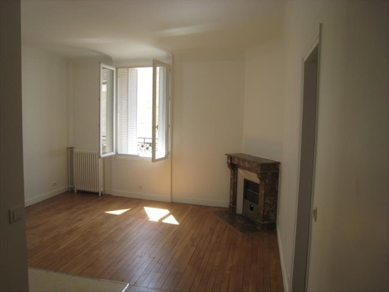 Rental apartment Courbevoie 1370€ CC - Picture 2