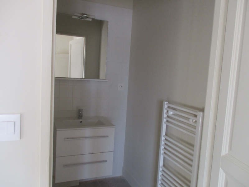 Location appartement Nimes 645€ CC - Photo 9