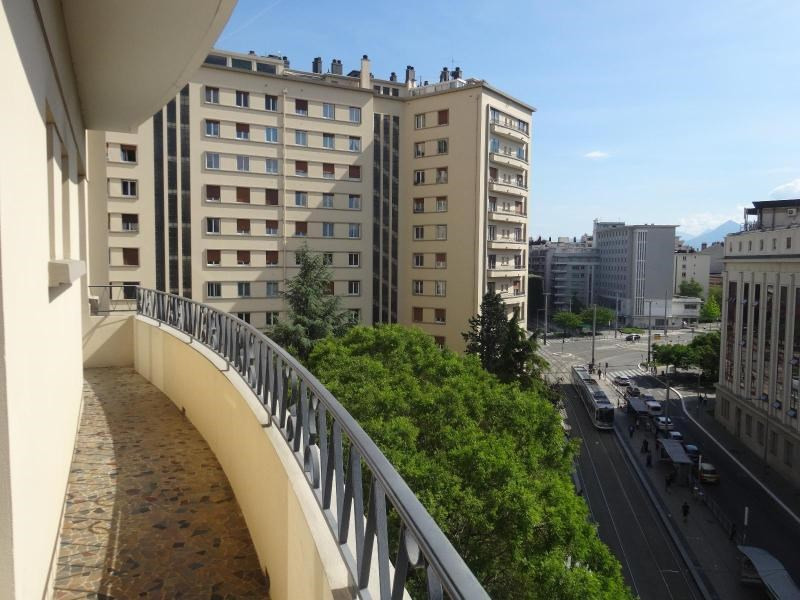Location appartement Grenoble 1 049€ CC - Photo 1