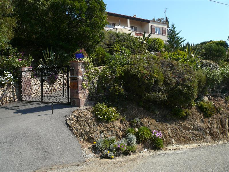 Vacation rental house / villa Les issambres 885€ - Picture 1
