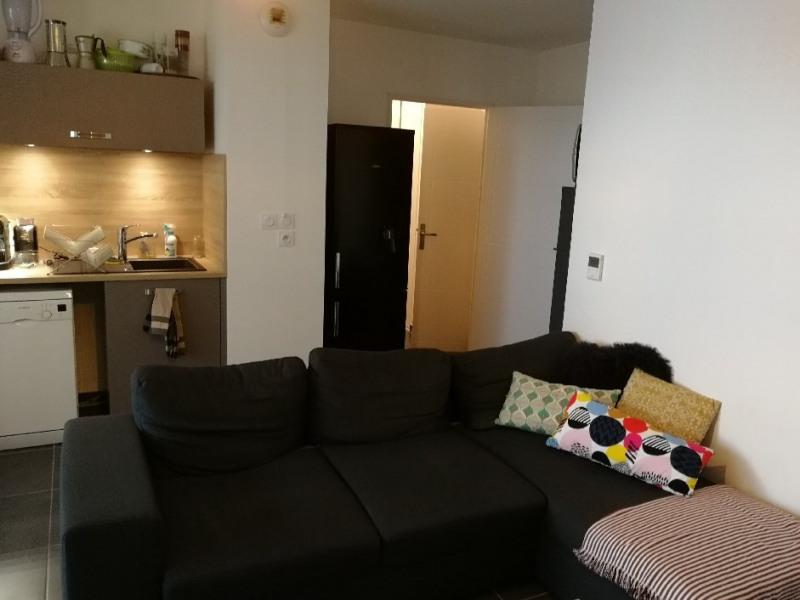 Location appartement Lyon 8ème 840€ CC - Photo 2