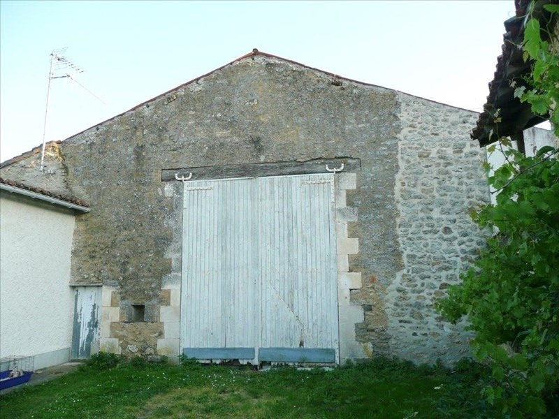 Sale building Smarves 164400€ - Picture 9