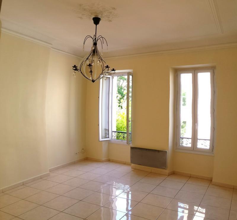 Location appartement Marseille 8ème 890€ CC - Photo 3