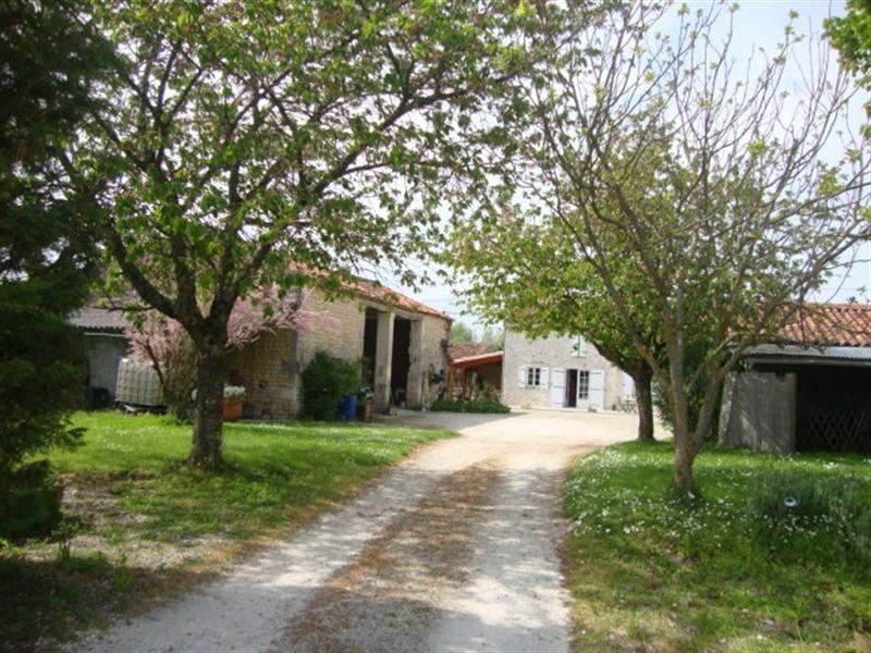 Sale house / villa Saint-jean-d'angély 190800€ - Picture 2