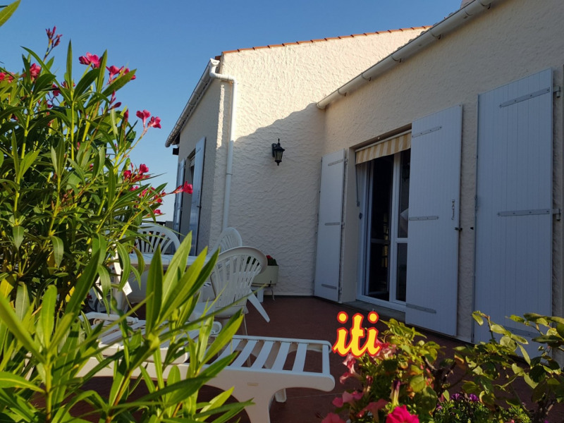 Deluxe sale house / villa Chateau d olonne 704000€ - Picture 1