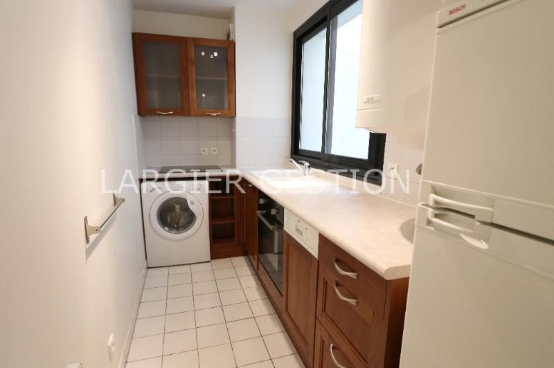 Location appartement Paris 8ème 1 850€ CC - Photo 5