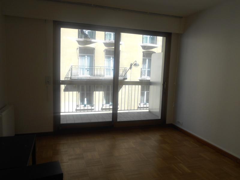 Location appartement Paris 16ème 628€ CC - Photo 2