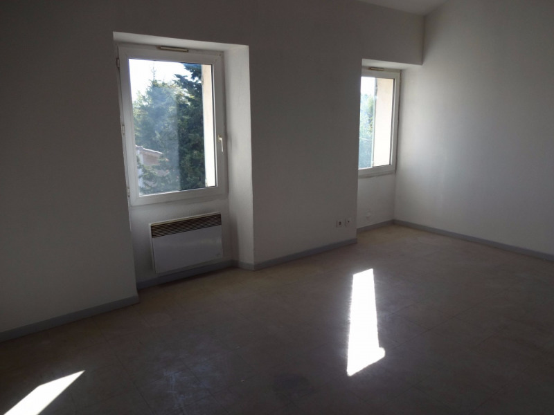 Location appartement Althen des paluds 630€ CC - Photo 3