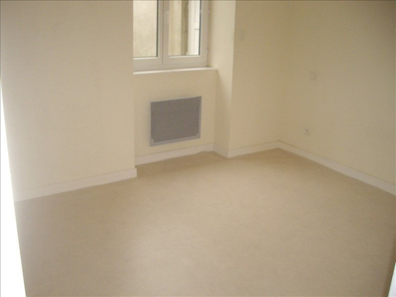 Rental apartment Vougy 340€ CC - Picture 2