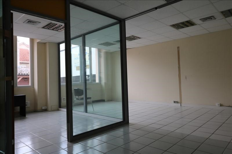 Rental office Versailles 1742€ +CH/ HT - Picture 2