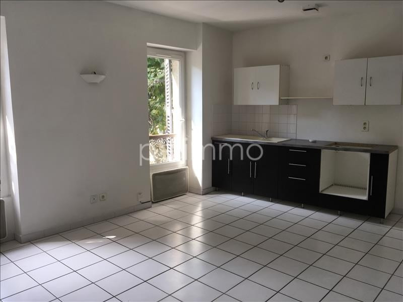 Rental apartment Salon de provence 565€ CC - Picture 2