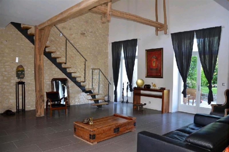 Sale house / villa Machault 426000€ - Picture 1