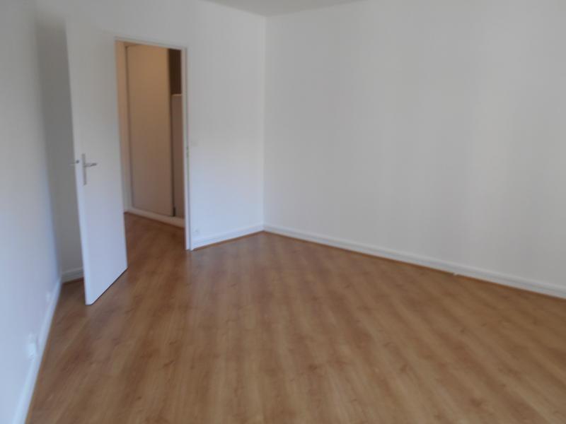 Location appartement Paris 18ème 1050€ CC - Photo 4