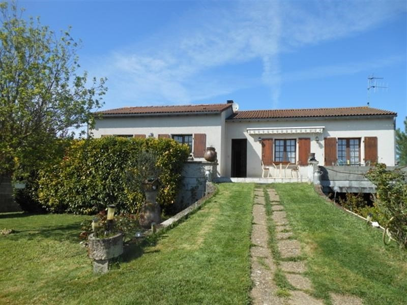 Sale house / villa St jean d angely 183000€ - Picture 1