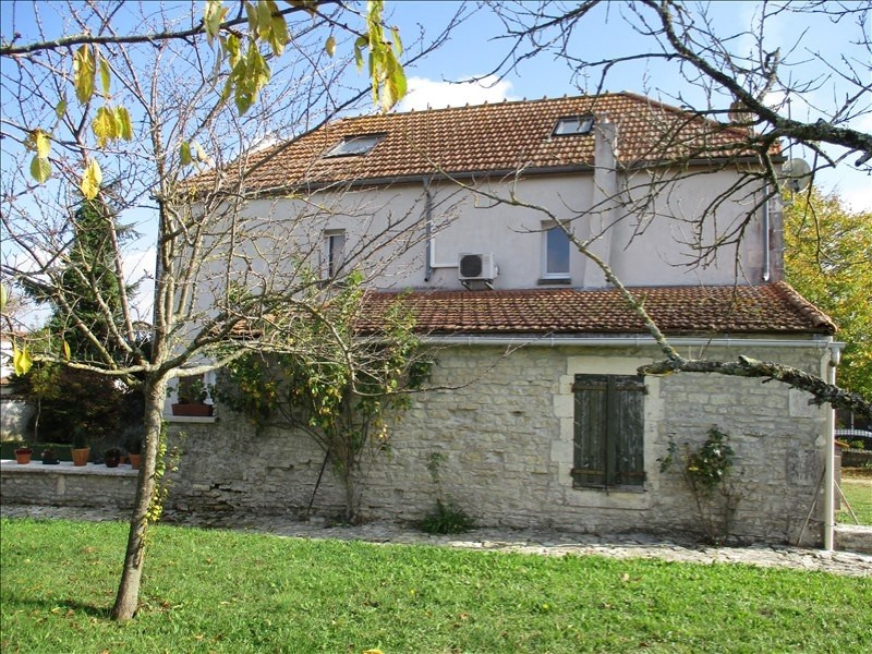 Rental house / villa St jean d angely 690€ CC - Picture 1